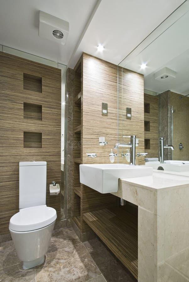 Stanza da bagno di marmo con le mattonelle di mosaico immagine stock libera da diritti