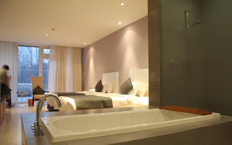 Stanza da bagno e camera di albergo moderne immagine stock - Stanze da bagno moderne ...