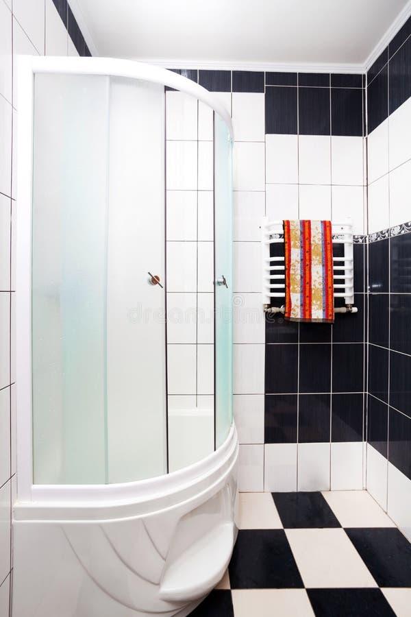 Stanza da bagno moderna fotografia stock immagine di for Stanza da pranzo moderna
