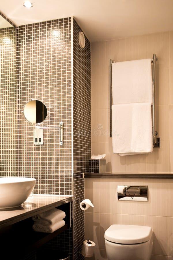 Stanza da bagno moderna dell'hotel fotografia stock libera da diritti