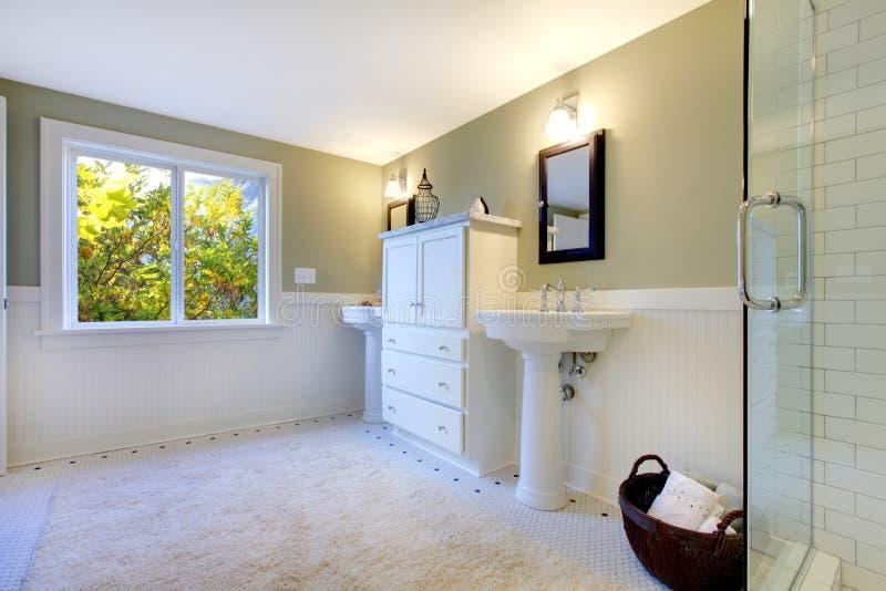 Stanza da bagno moderna verde e bianca fresca di lusso immagine stock immagine di costruzione - Stanza da pranzo moderna ...