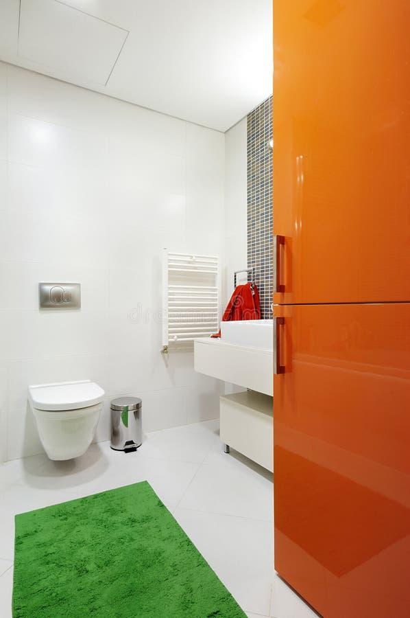 Stanza da bagno moderna vibrante lucida fotografia stock immagine di bathroom idraulico 11039282 - Stanza da pranzo moderna ...