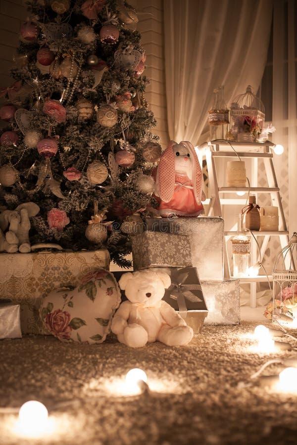 Stanza dei giochi dell'albero di Natale n Primo piano fotografie stock libere da diritti