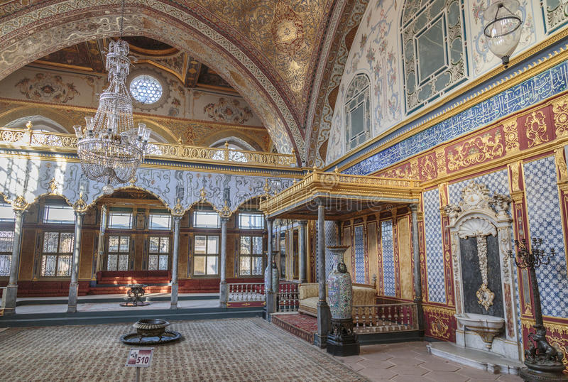 Stanza del trono dentro la sezione dell'harem del palazzo di Topkapi, Costantinopoli, Turchia fotografie stock