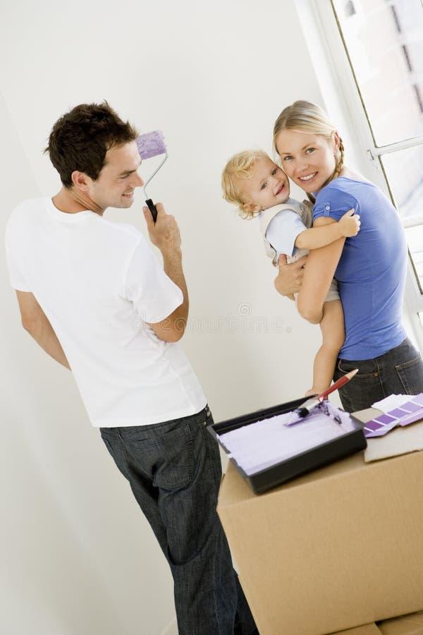 Stanza della pittura della famiglia nella nuova casa fotografie stock