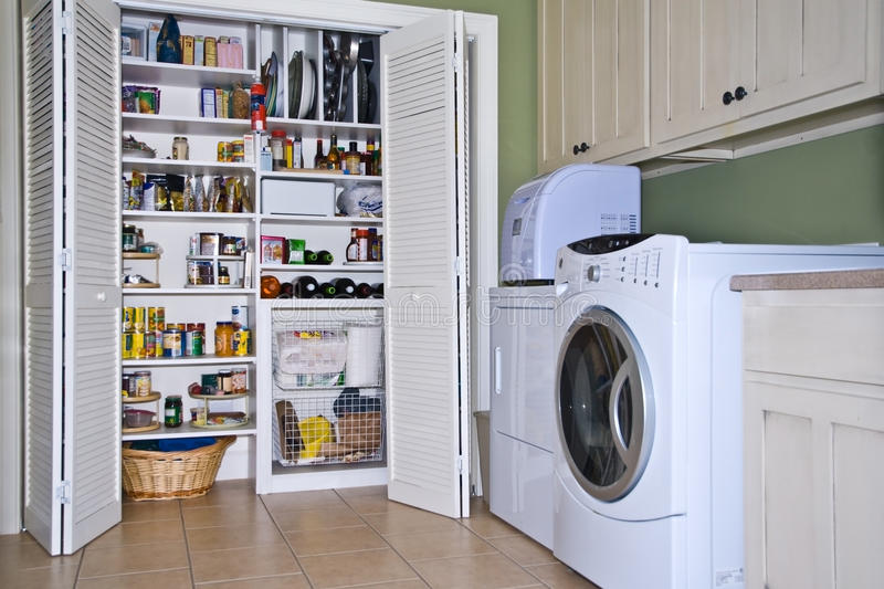 Stanza di lavanderia/Pantry fotografia stock libera da diritti