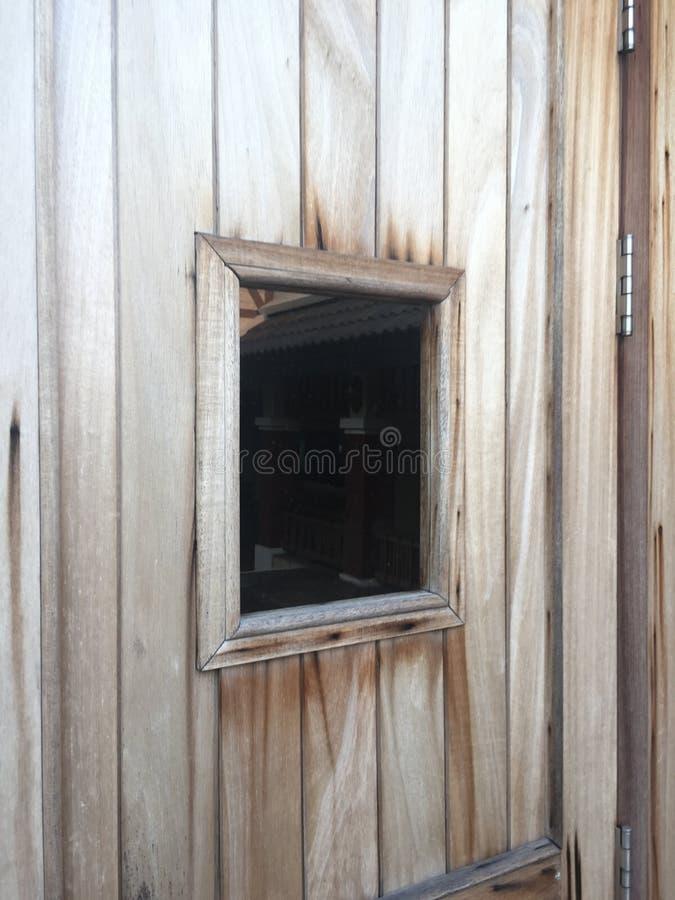 Stagno e jacuzzi di sauna con area di ricreazione di resto for Vasca per stagno