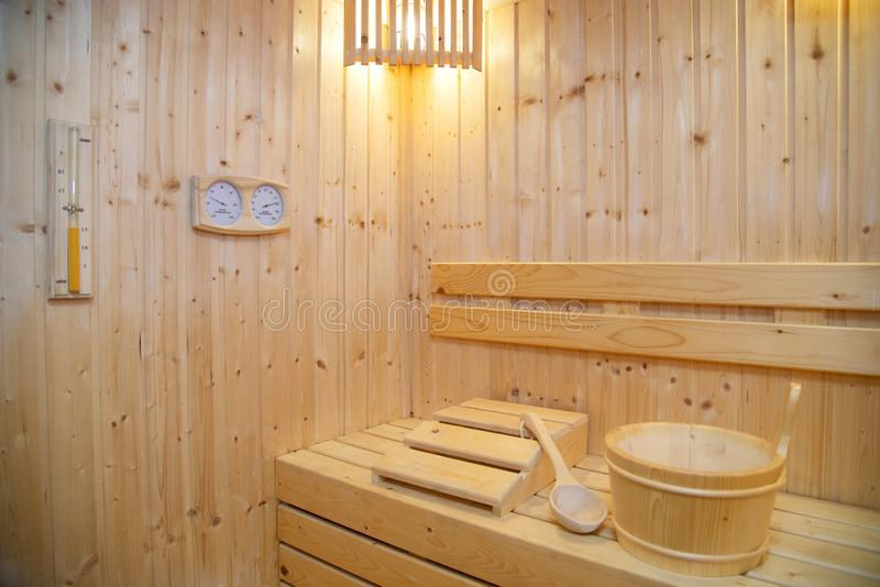 Stanza di sauna con il termometro fotografie stock libere da diritti