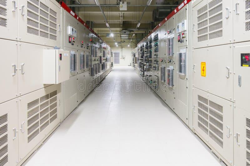 Stanza elettrica, medium e scambista ad alta tensione, attrezzatura, fotografia stock libera da diritti