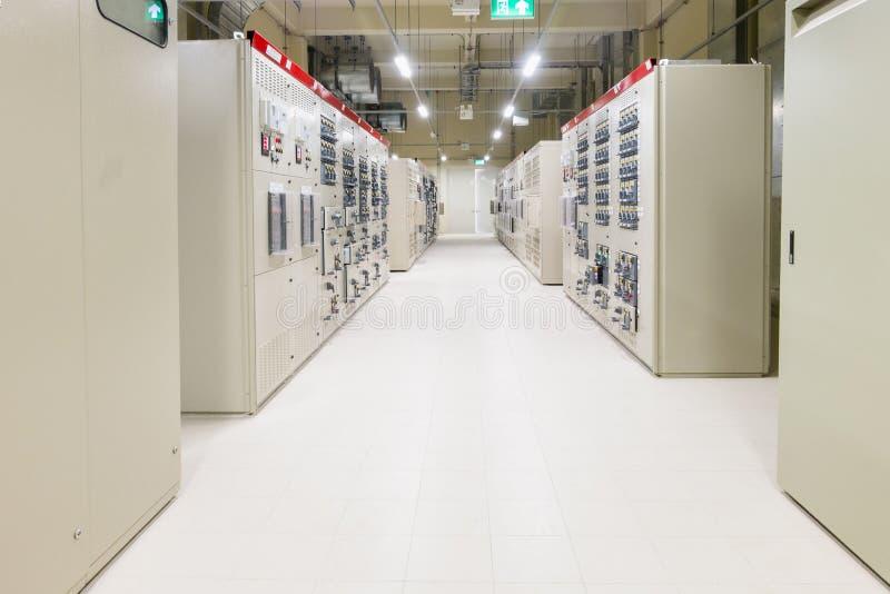 Stanza elettrica, medium e scambista ad alta tensione, attrezzatura, PA fotografia stock