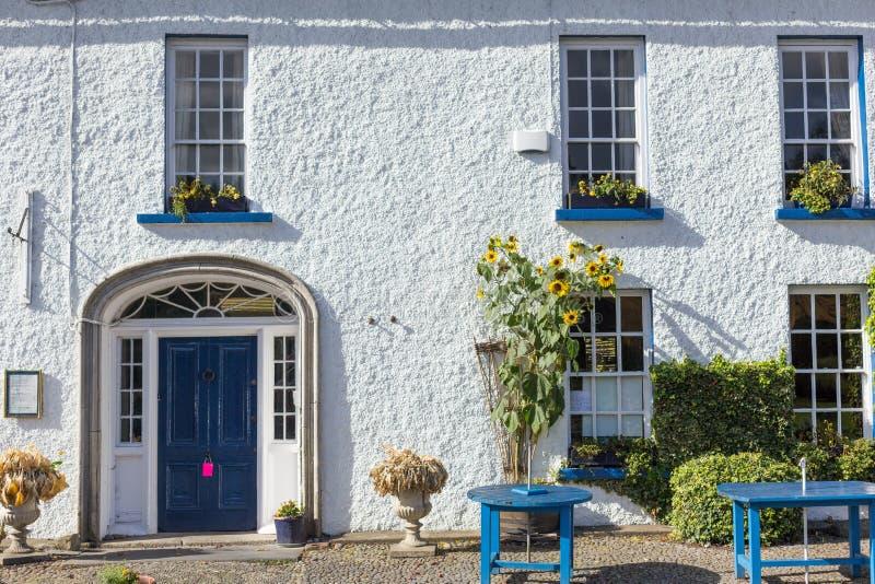 Stanza frontale di negozio singolare in cittadina in Irlanda fotografia stock