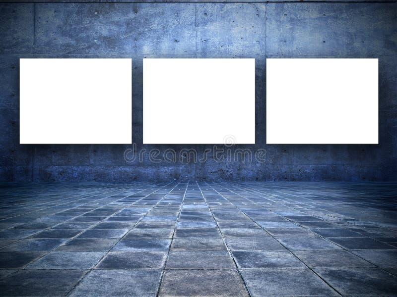 Stanza Grungy con tre schermi bianchi in bianco immagini stock libere da diritti