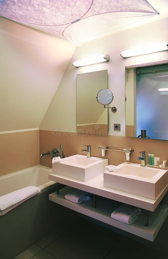Stanza moderna del bagno fotografie stock libere da diritti