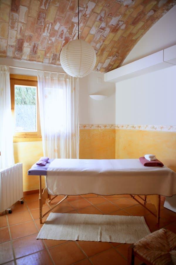 Stanza piacevole di massaggio, interiore mediterraneo fotografie stock