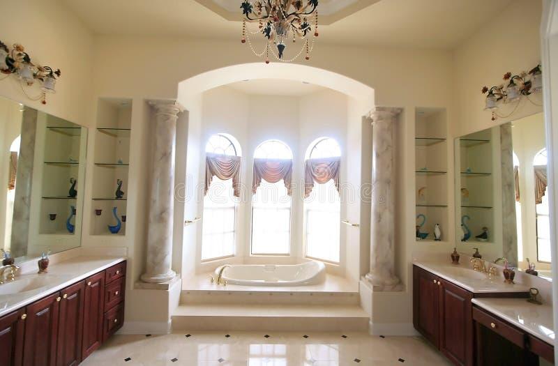 Stanza ultra moderna del bagno fotografia stock