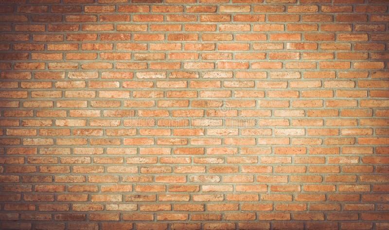 Stanza vuota con il muro di mattoni rosso ed il pavimento di legno immagine stock libera da diritti
