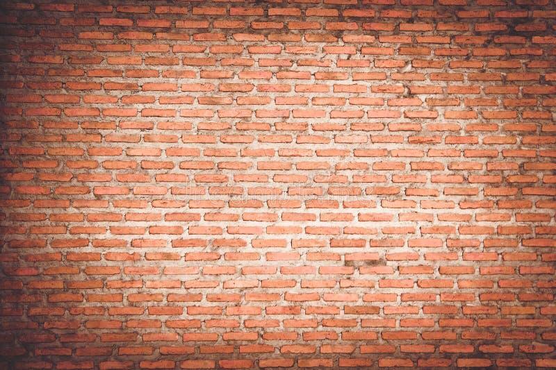 Stanza vuota con il muro di mattoni rosso ed il pavimento di legno fotografia stock