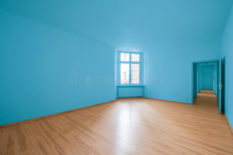 Stanza vuota, pavimento di legno in nuovo appartamento immagini stock libere da diritti