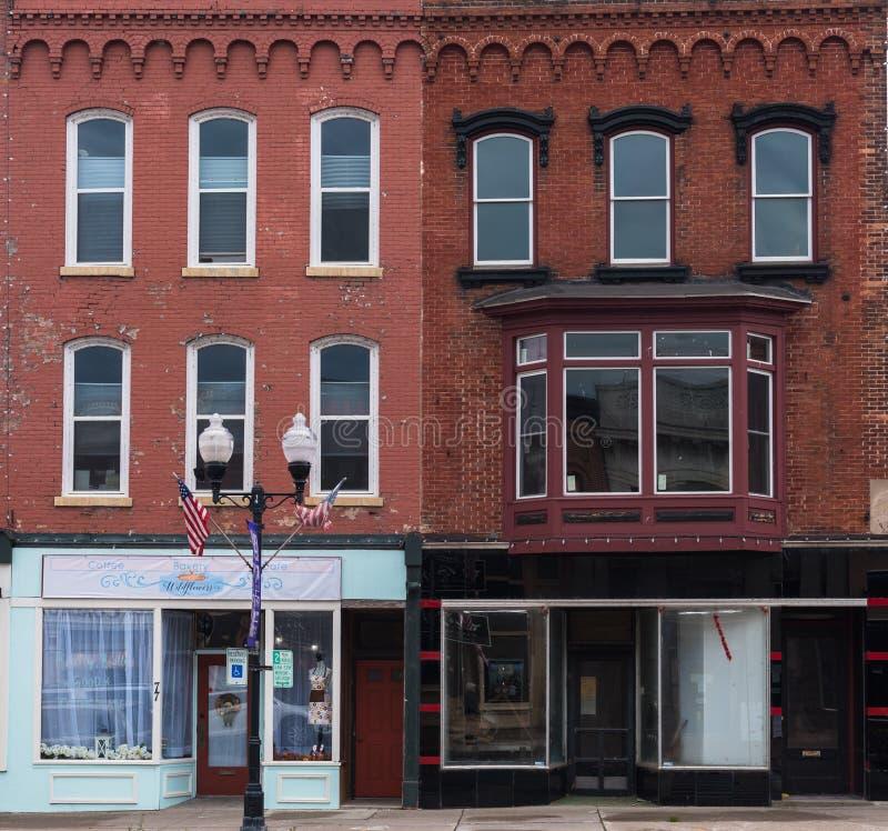 Stanze frontali di negozio del mattone rosso in Seneca Falls NY fotografia stock libera da diritti