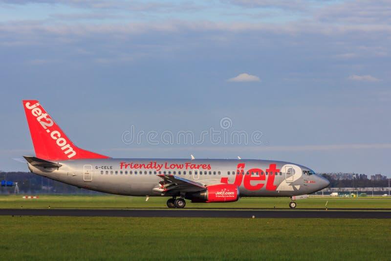 Stanzi l'atterraggio di linea aerea Jet2 all'aeroporto di Amsterdam Schiphol fotografia stock