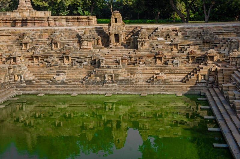 Stap goed - als Suryakund dichtbij Zontempel wordt bekend, Modhera Gujarat dat stock fotografie