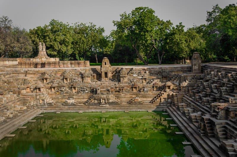 Stap goed - als Suryakund dichtbij Zontempel wordt bekend, Modhera Gujarat dat royalty-vrije stock afbeelding
