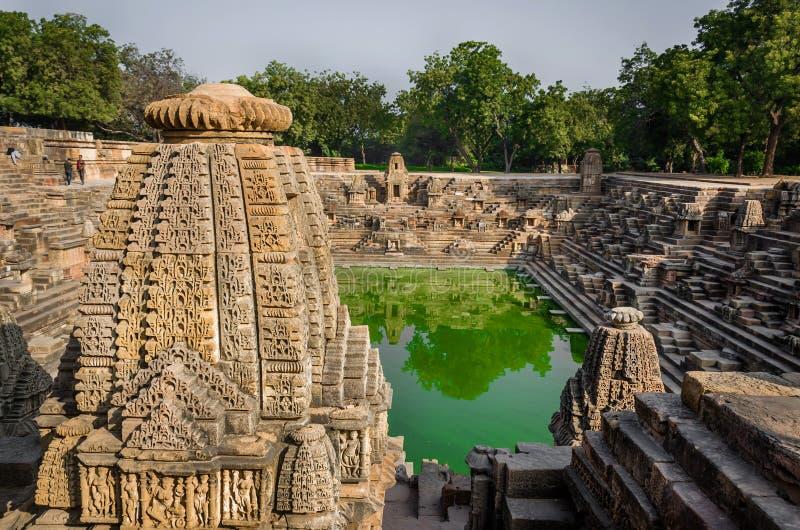 Stap goed - als Suryakund dichtbij Zontempel wordt bekend, Modhera Gujarat dat royalty-vrije stock afbeeldingen