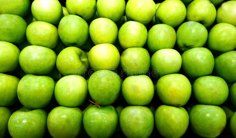 Stapel appelen stock afbeeldingen