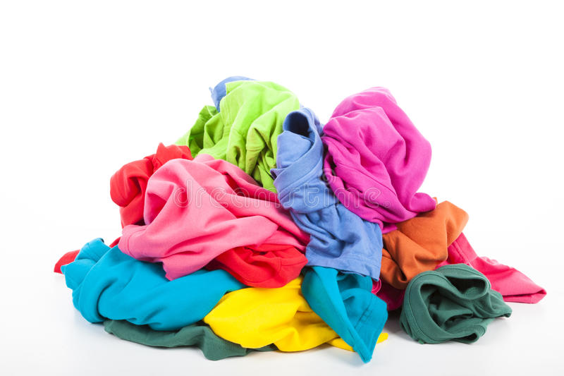 Stapel av färgrik kläder arkivbild