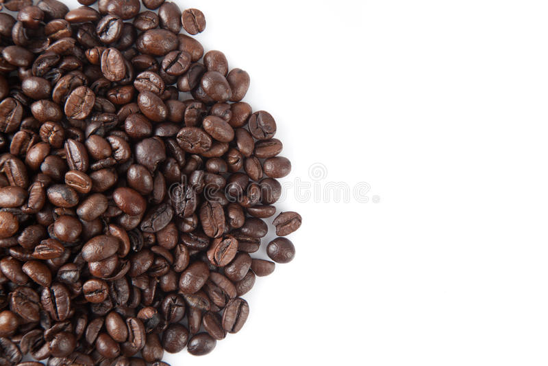 Stapel av grillade kaffebönor royaltyfria foton