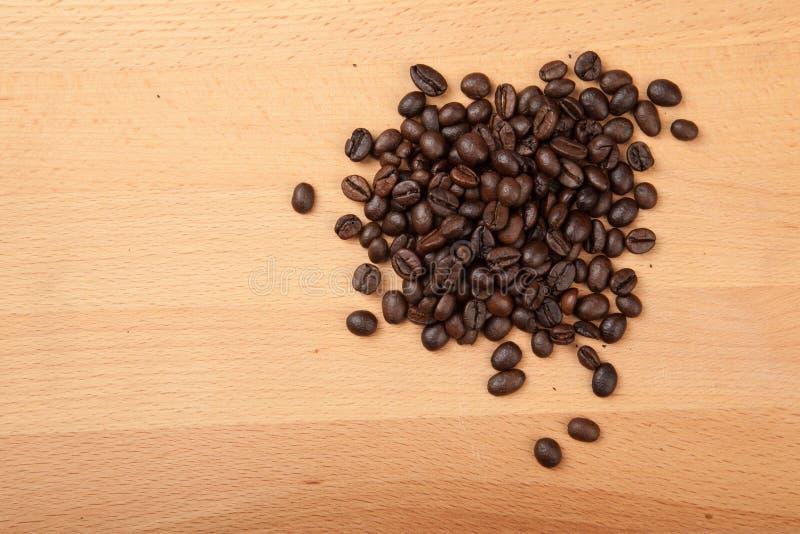 Stapel av grillade kaffebönor fotografering för bildbyråer