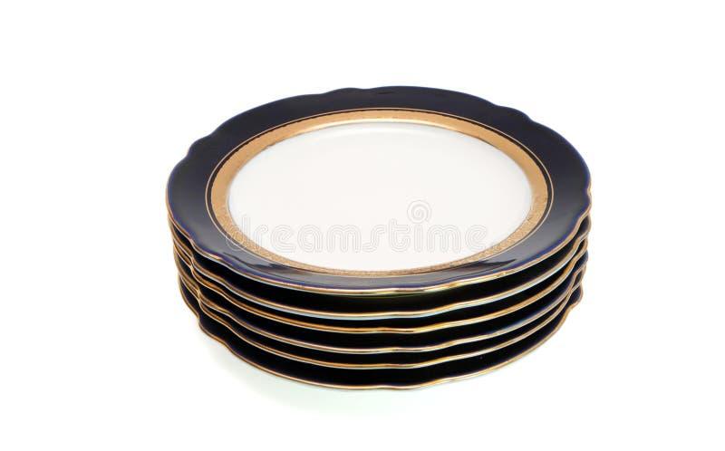 Stapel blaue Platten mit goldener Felge lizenzfreie stockbilder