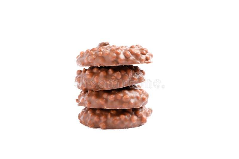 Stapel chocoladekoekjes met karamel geïsoleerd vullen royalty-vrije stock afbeeldingen