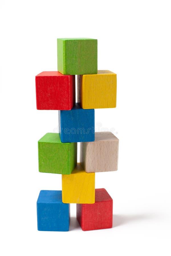 Stapel der bunten hölzernen Spielzeugblöcke lizenzfreie stockfotografie