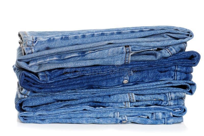 Stapel der gefalteten Blue Jeans lizenzfreie stockfotos