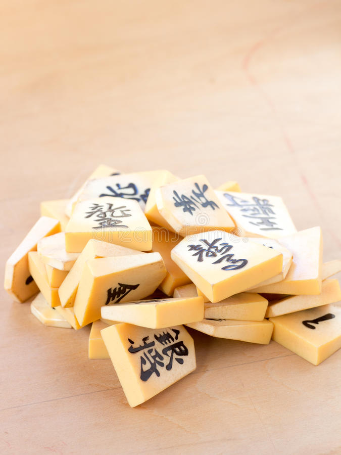Stapel der japanischen Schachfiguren nannte Shogi stockfoto