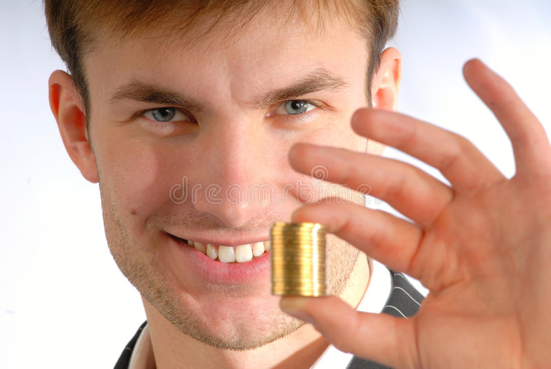 Stapel der Münzen in der Hand lizenzfreie stockbilder