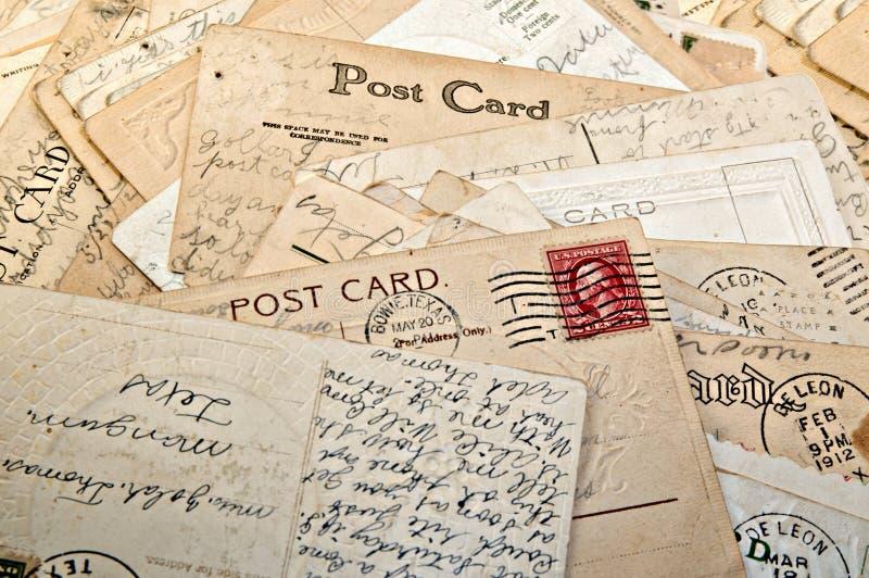 Stapel der Postkarten stockbilder