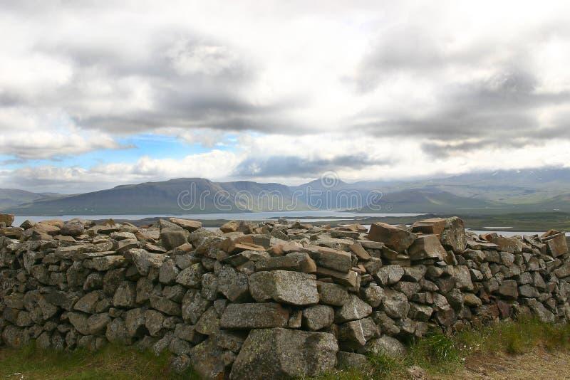 Download Stapel der Steine stockfoto. Bild von wolke, stapel, himmel - 34372