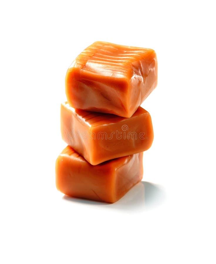 Stapel der Toffeekaramel-Süßigkeitsnahaufnahme lokalisiert stockfoto