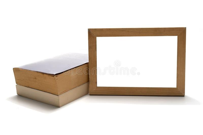 Stapel des Buches mit hölzernem Fotorahmen stockbilder