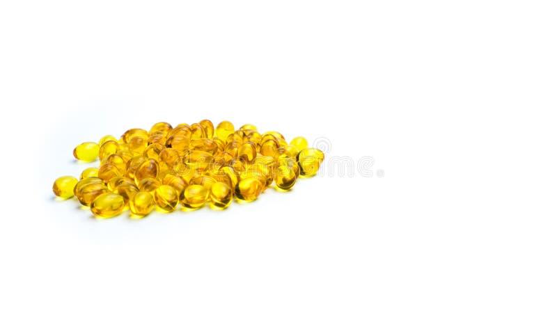 Stapel des Lebertrans lokalisiert auf weißem Hintergrund Quelle von Omega-3 und Vitamin A u. D hilft Wachstumsentwicklung lizenzfreies stockfoto