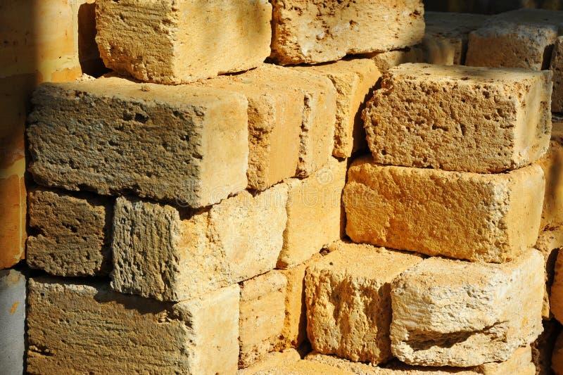 Stapel des Sandsteinziegelsteines stockfotografie