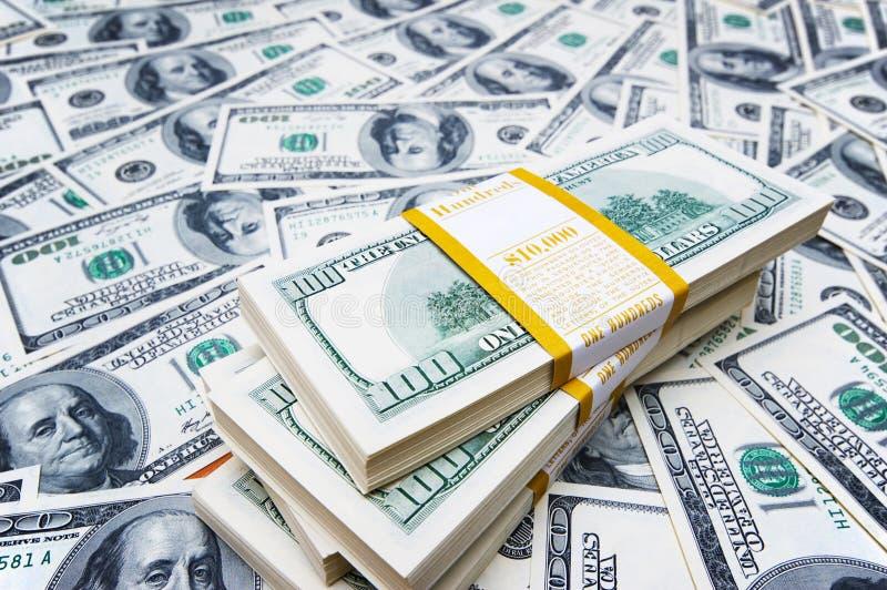 Stapel Dollar auf Geld lizenzfreies stockfoto