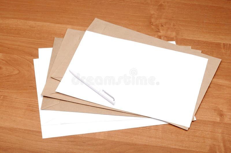Stapel enveloppen royalty-vrije stock afbeelding