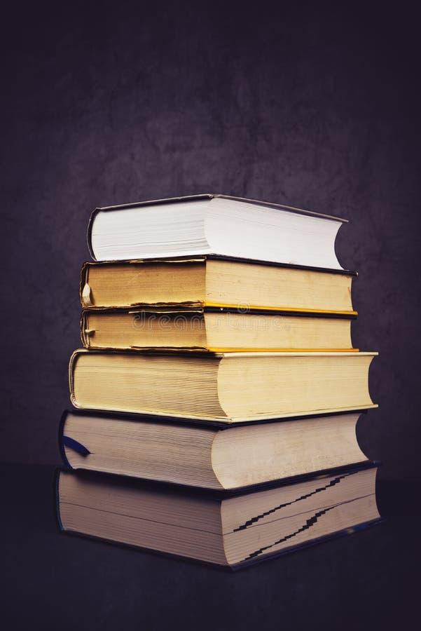 Stapel Gebruikte Oude Boeken royalty-vrije stock afbeelding