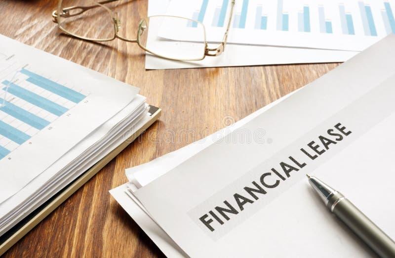 Stapel Geschäftspapiere mit Finanzierungs-Leasing lizenzfreie stockfotografie