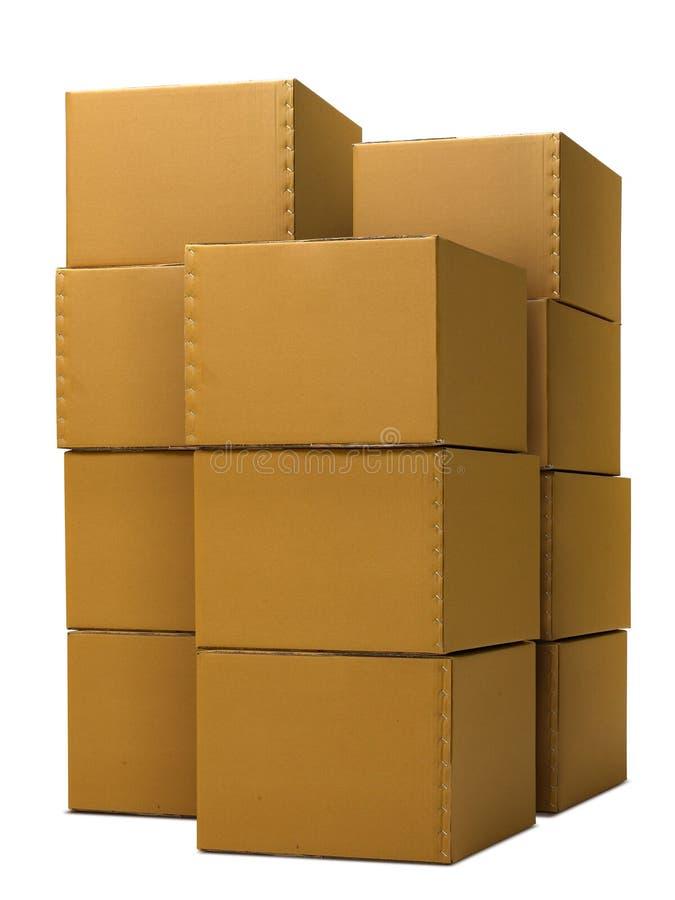 Stapel geschlossene Pappschachteln lokalisiert auf weißem Hintergrund lizenzfreie stockfotografie