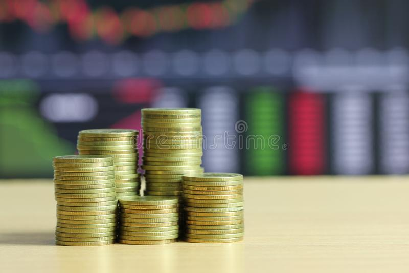 Stapel gouden muntstuk van financieel gekweekt concept royalty-vrije stock afbeeldingen