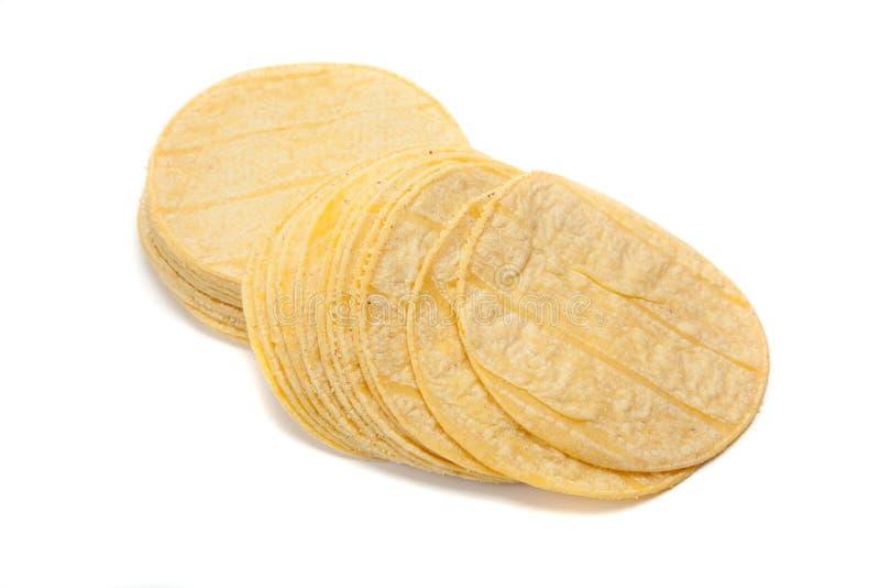 Stapel graantortilla's op wit stock afbeelding